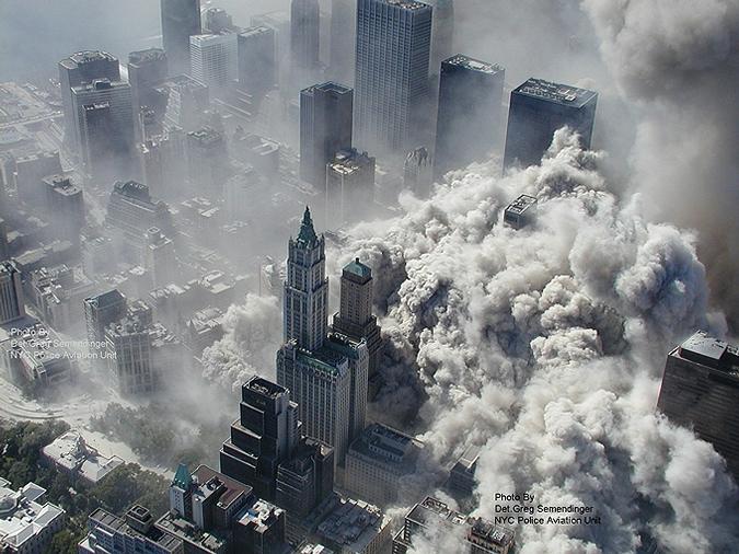 Редкие снимки трагедии 11 сентября 2001 года в Нью-Йорке с высоты птичьего полета.
