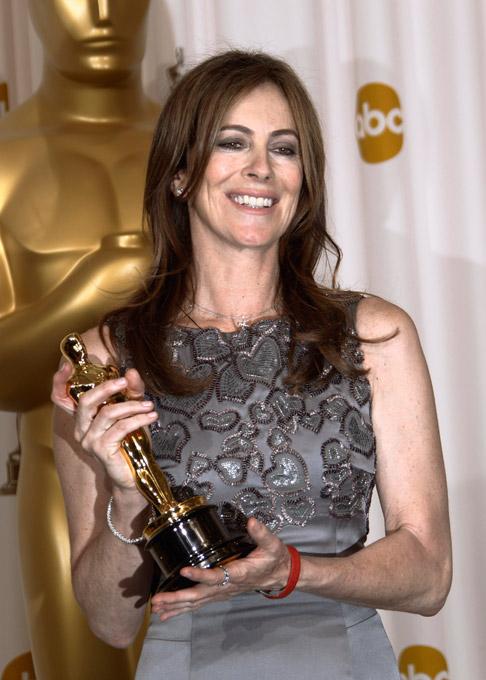 Лучшим фильмом прошлого года назвала картину режиссера Кэтрин Бигелоу «Повелитель Бури»