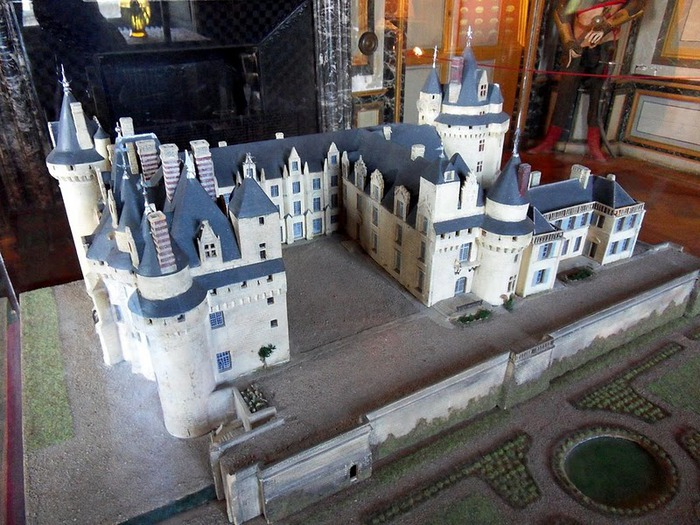 Замок Юссе - «замок спящей красавицы» 20905
