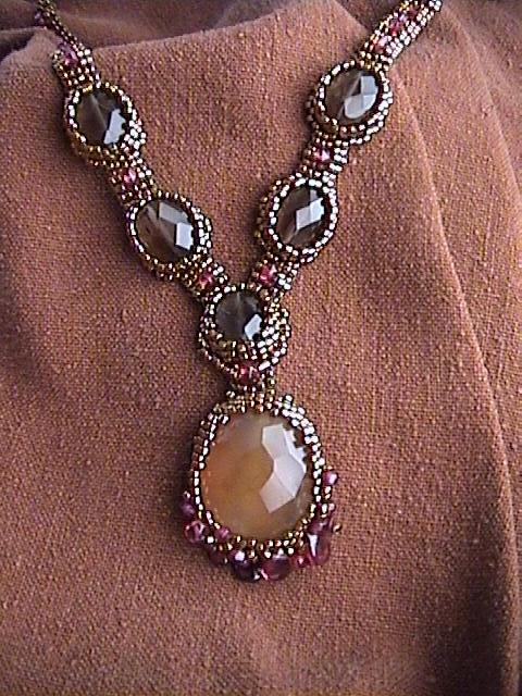 Беверли Эш Гилберт /бисер/. 56583307_1268831582_BezelMania_Antique_gold_garnet_necklace