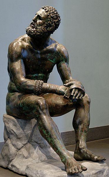 Кулачный боец отдыхает после состязаний (бронзовая скульптура, I век до нашей эры)