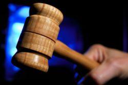 молоток судьи его удар означает оглашение приговора