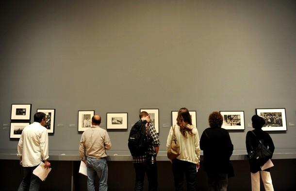 """Выставка """"Анри Картье-Брессон: Современный век"""", в музее современного искусства в Нью-Йорке,  6 апреля 2010 года."""