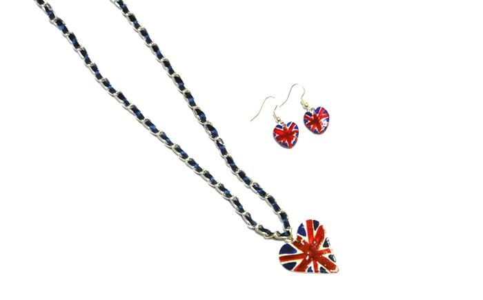 под британским флагом
