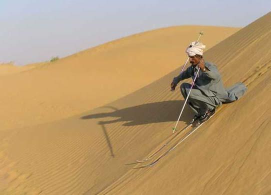 на лыжах в пустыне
