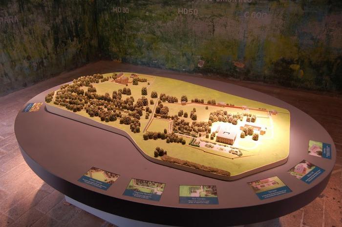 Замок Белси (Belsay Castle) 87345