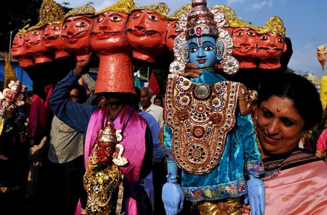 Кукольный митинг марионеток в Бангалоре, Индия, 16 мая 2010 года.