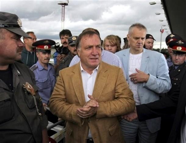 Дик Адвокаат новый главный тренер национальной футбольной команды России, аэропорт 'Пулково', Санкт-Петербург,17 Мая 2010 года.