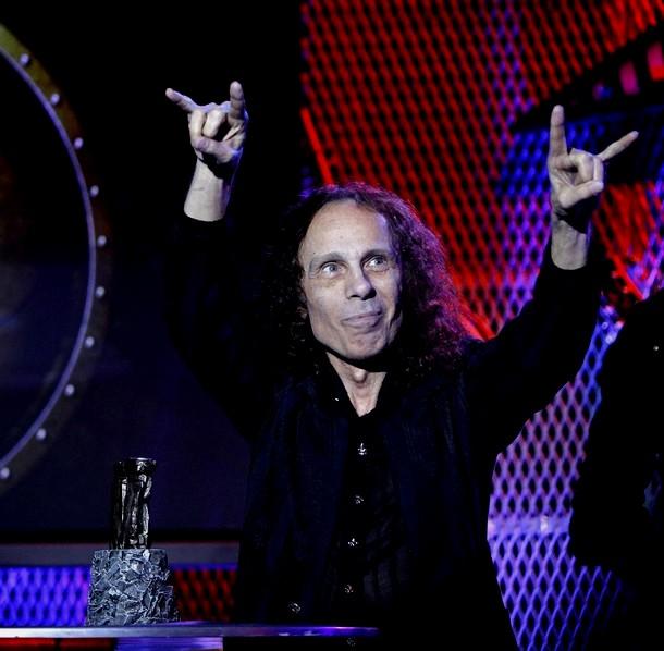 В Лос-Анджелесе от рака желудка скончался величайший певец в истории тяжелого рока Ронни Джеймс Дио, 16 мая 2010 года.