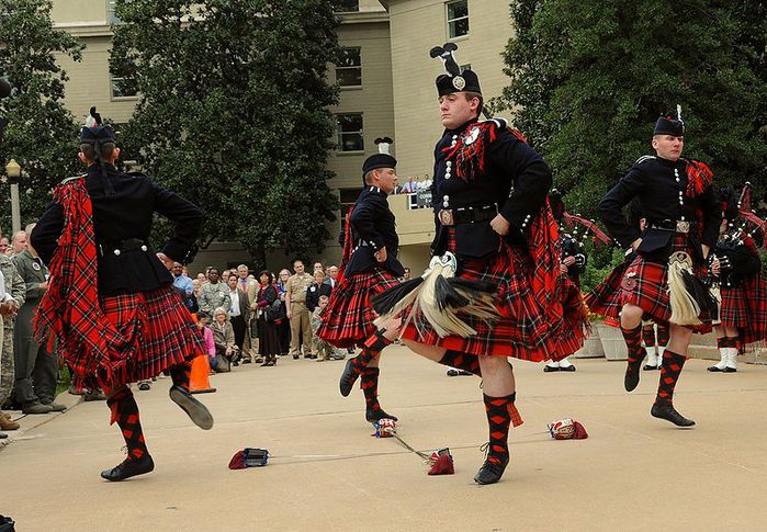 800px-US_Army_51769_Pipes_and_Drums_5 (699x485, 101 Kb)