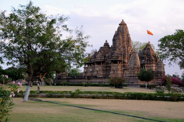 ИНДИЯ: Храмы Кхаджурахо (The Temples of Khajuraho) 27663