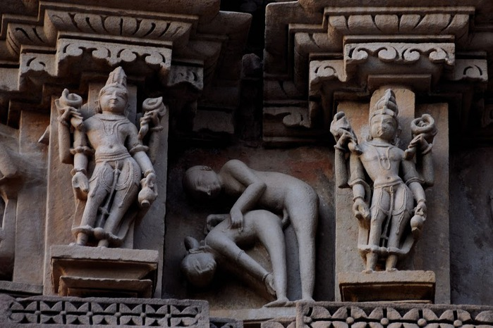 ИНДИЯ: Храмы Кхаджурахо (The Temples of Khajuraho) 98572