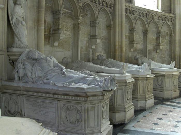 La chapelle royale de Dreux-Королевская капелла в Дрё 77966