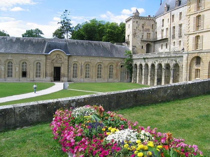 Замок Ла Рош-Гюйон (La Roche-Guyon) 33053