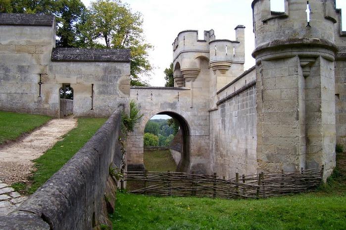 Замок Пьерфон ( фр. Chateau de Pierrefonds ) 59231