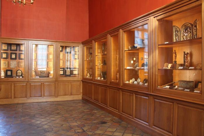 Замок Экуан он же музей Ренессанса 78941