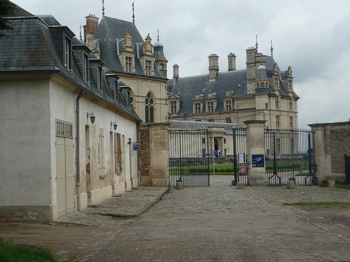 Замок Экуан он же музей Ренессанса 22746