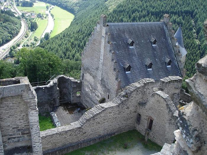 Le chateau de Bourscheid - ЗАМОК Буршейд 59306