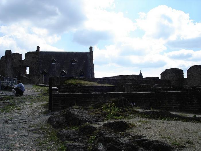 Le chateau de Bourscheid - ЗАМОК Буршейд 37797