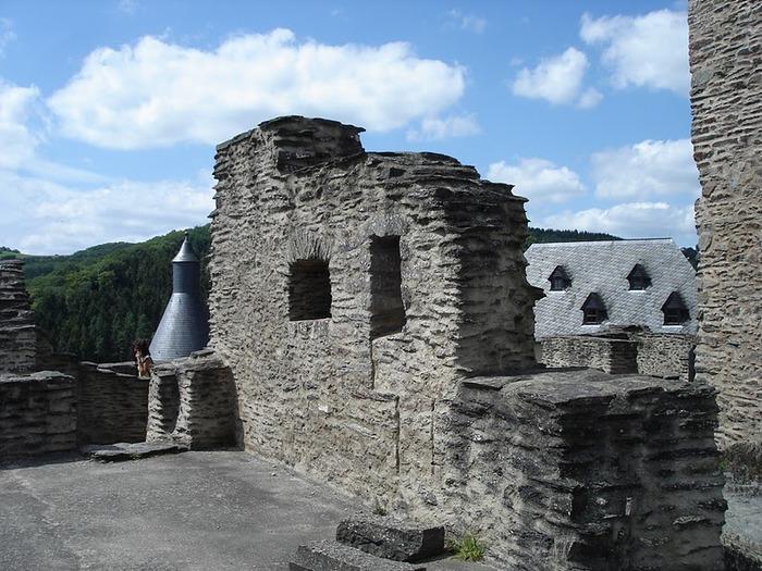Le chateau de Bourscheid - ЗАМОК Буршейд 24192
