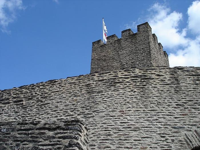 Le chateau de Bourscheid - ЗАМОК Буршейд 97015