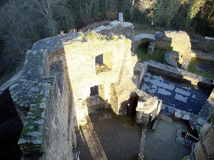 Le chateau de Bourscheid - ЗАМОК Буршейд 54290