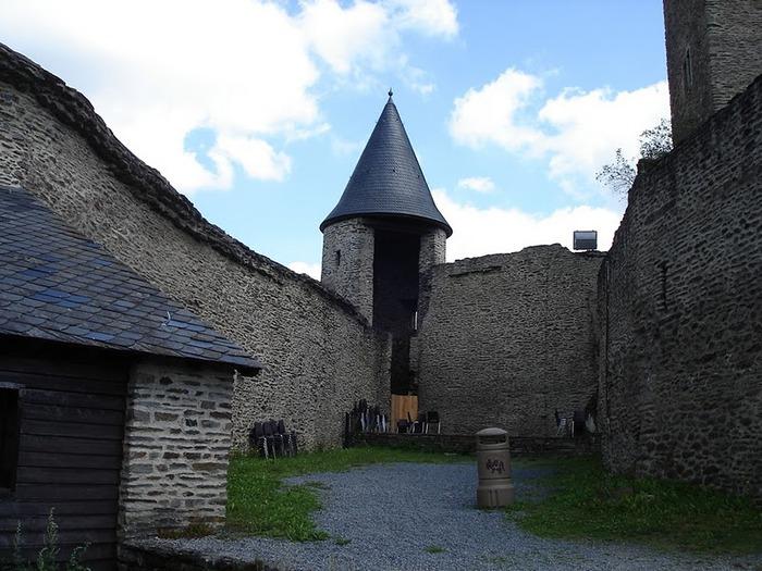 Le chateau de Bourscheid - ЗАМОК Буршейд 15095
