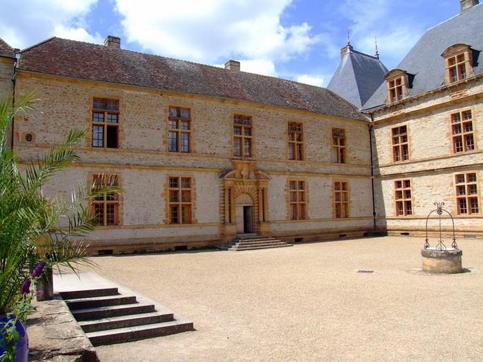 Замок де Корматэн -Chateau de Cormatin 77531