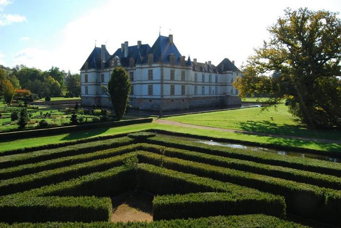 Замок де Корматэн -Chateau de Cormatin 13891