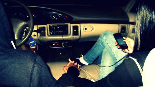 Девушка и парень в машине фото 672-967