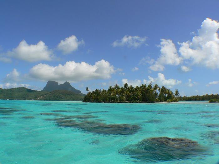 Остров Бора-Бора - жемчужина Тихого океана с перламутровой лагуной 10356