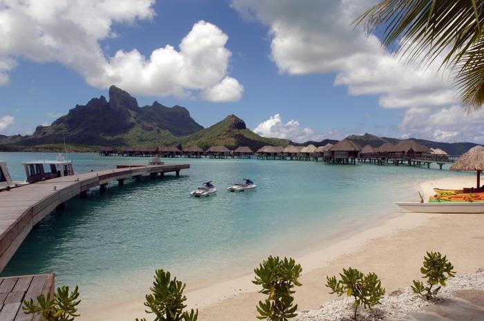 Остров Бора-Бора - жемчужина Тихого океана с перламутровой лагуной 30661