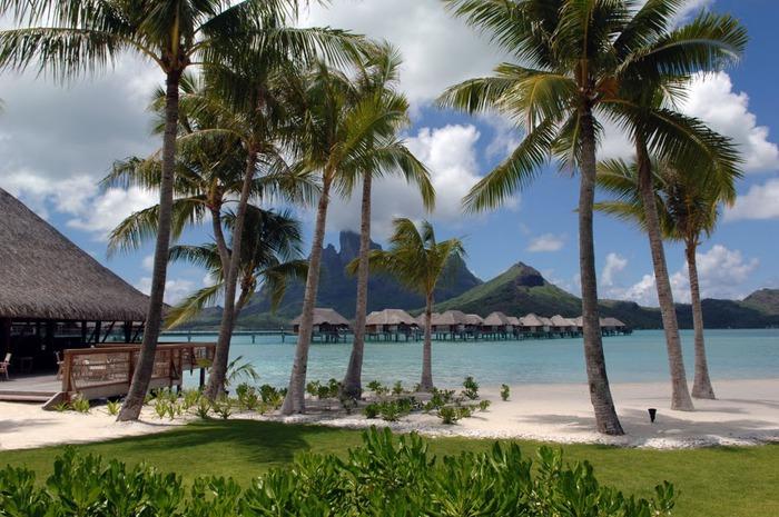 Остров Бора-Бора - жемчужина Тихого океана с перламутровой лагуной 44180