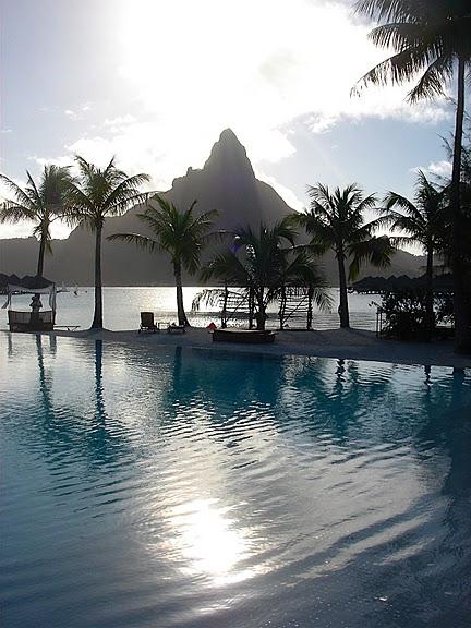 Остров Бора-Бора - жемчужина Тихого океана с перламутровой лагуной 43610