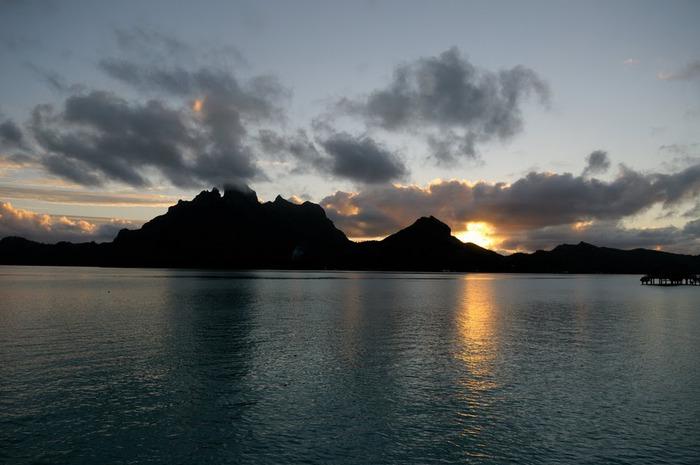 Остров Бора-Бора - жемчужина Тихого океана с перламутровой лагуной 34754