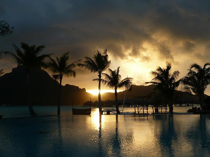Остров Бора-Бора - жемчужина Тихого океана с перламутровой лагуной 65627