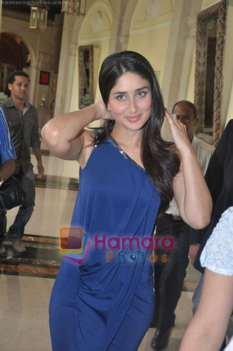 http://img1.liveinternet.ru/images/attach/c/1//61/159/61159247_normal_Kareena_Kapoor_unveils_latest_Sony_Vaio_series_Laptop_in_ITC_Grand_Central_Mumbai_on_8th_June_2010_37.JPG