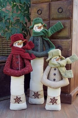 Примитивные игрушки с выкройками. 61207807_1278395711_snowmantrio