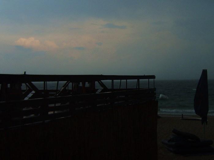 море пасмурно