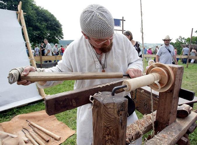 Фестиваль экспериментальной археологии в Кернаве, Литва, 5 июля 2010 года.