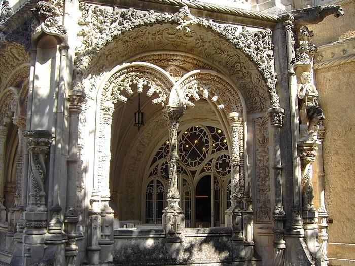 Дворец удовольствий в окружении леса Буссакo 11495
