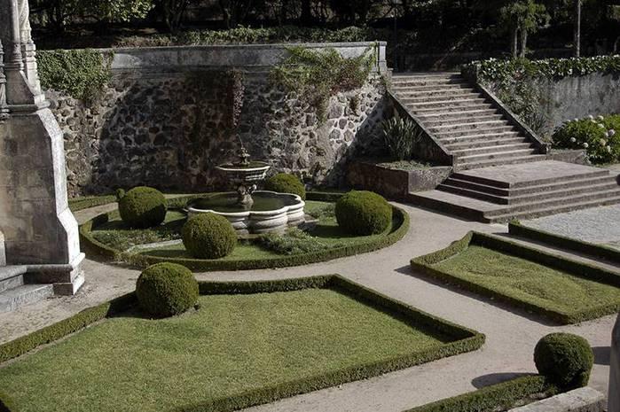 Дворец удовольствий в окружении леса Буссакo 26156