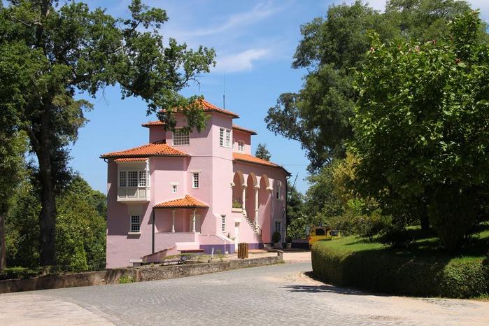 Дворец удовольствий в окружении леса Буссакo 12944