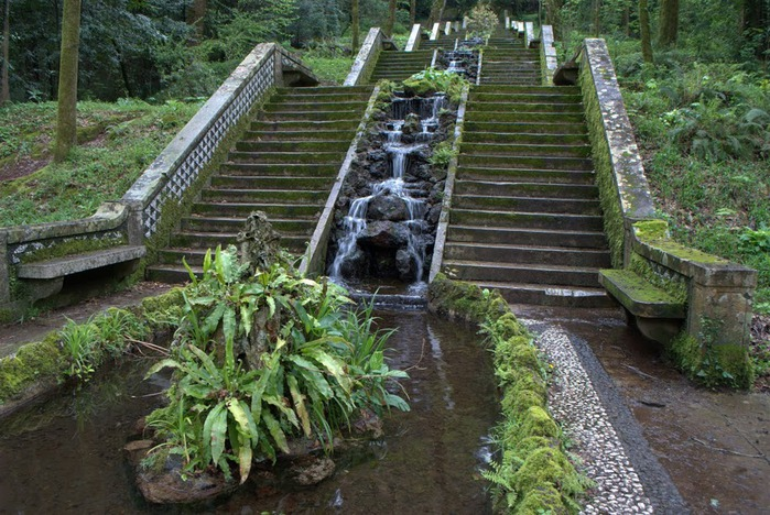 Дворец удовольствий в окружении леса Буссакo 16200