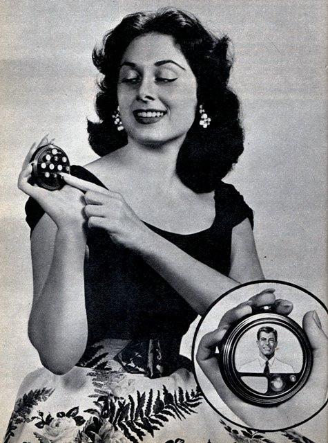 круглый мобильный телефон с возможностью видеосвязи 1956 год