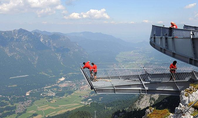 """В Баварии завершается строительство вышки над """"Адской долиной"""""""