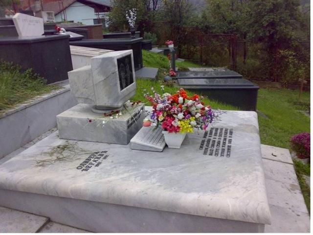 вечный коннект памятник системногу администратору