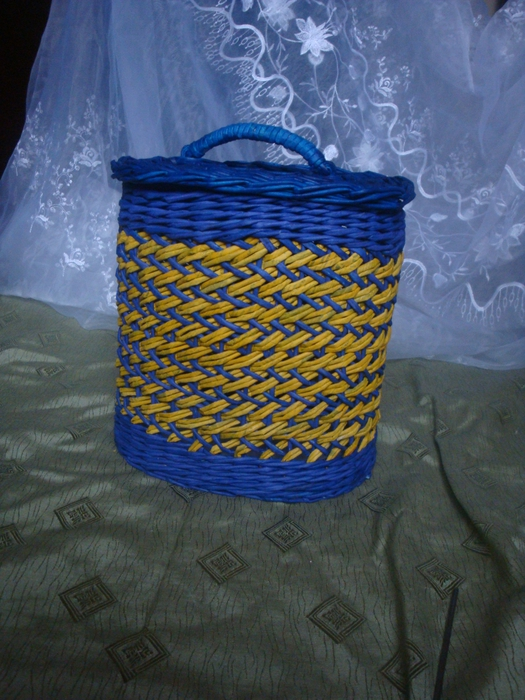 recycling paper: folding basket