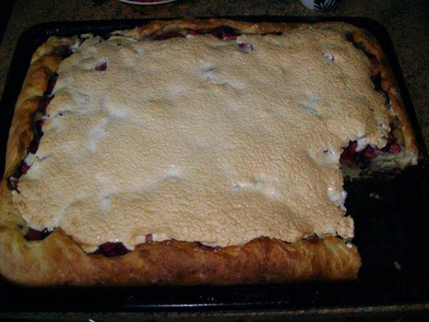 Пирог с черникой и безе
