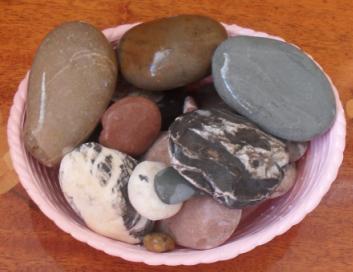 (353x272, 239Kb)Мокрые камни с пляжа мергели, песчаники с гиероглифами, кварциты, мрамор, яшмоиды гораздо ярче чем сухие